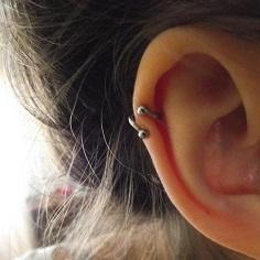 Piercing en el cartílago de la oreja